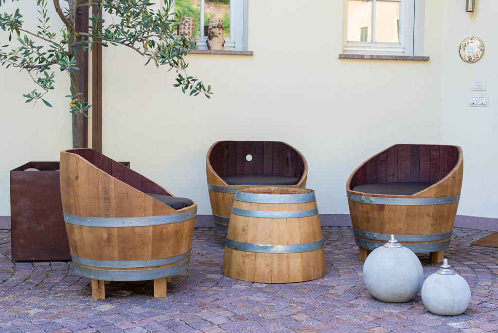 Mobili Con Botti Vino: Serie di botti legno con etichetta del vino ...